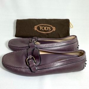 Tod's Gommino leather driving shoes. 💜
